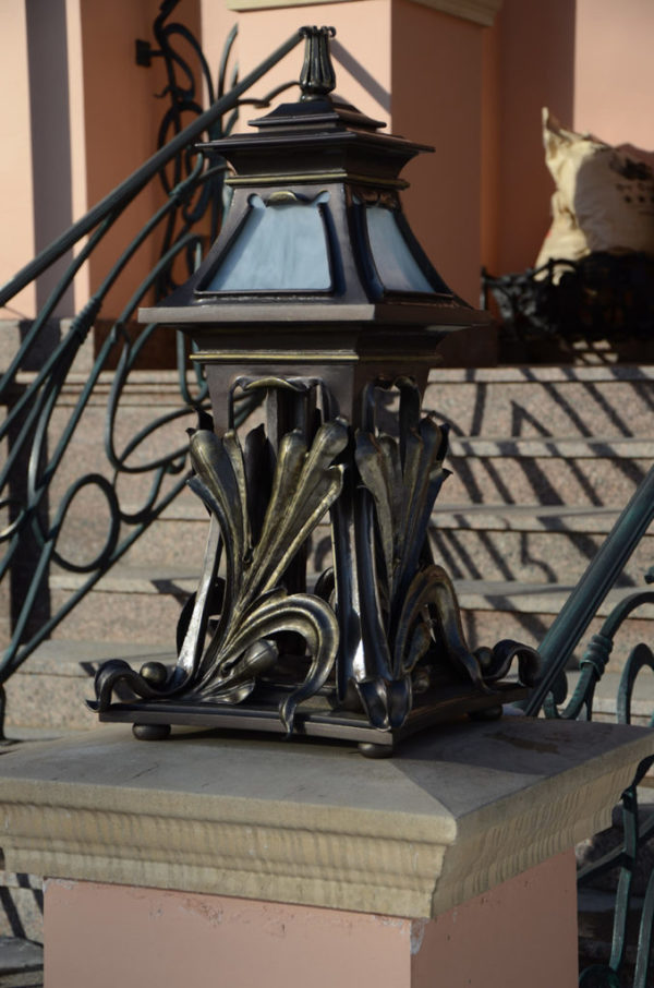 Buitenlamp staand in Art Nouveau stijl – NP201309647 detail