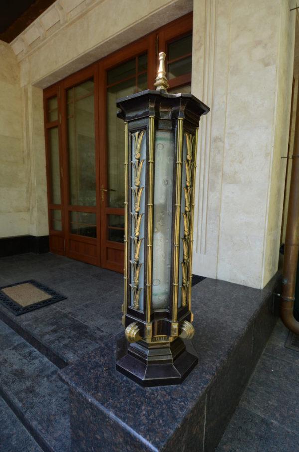 Gegoten lantaarn met messing decoratieve elementen N12