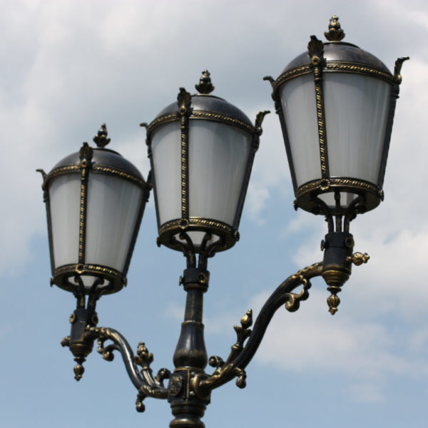 """Lamppost, street lamp """"Giant""""; 2 or 3 lanterns H530 detail"""