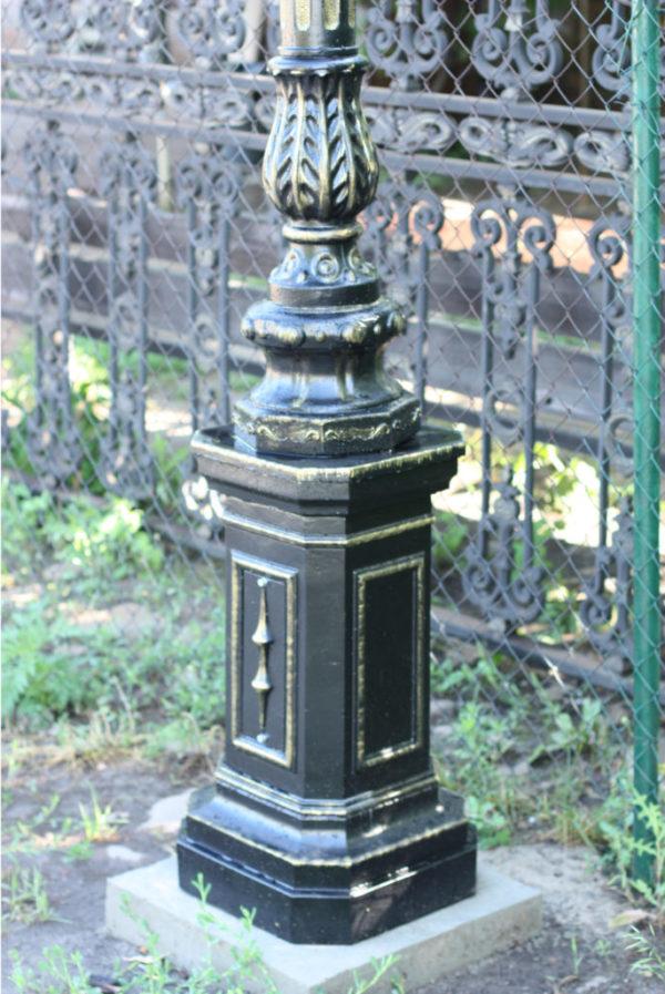 """Lamppost, street lamp """"Giant""""; 2 or 3 lanterns H530 detail foot"""