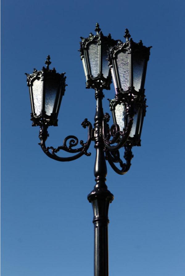 """Lantaarnpaal, straatlantaarn """"Orchidee""""; 4 lantaarns H438 sfeer blauw"""