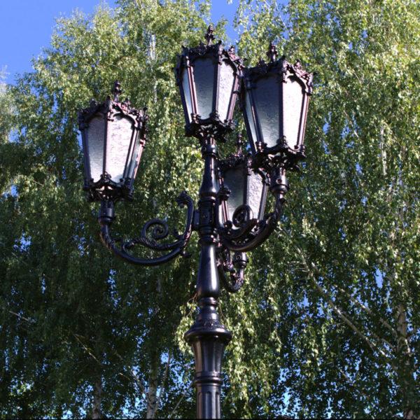 """Lantaarnpaal, straatlantaarn """"Orchidee""""; 4 lantaarns H438 sfeer boom"""