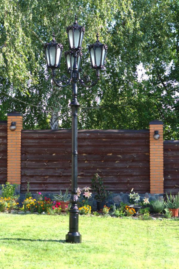 """Lantaarnpaal, straatlantaarn """"Orchidee""""; 4 lantaarns H438 sfeer tuin"""