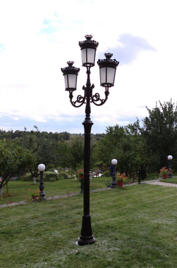 """Lamppost, street lamp """"Paris-Royal""""; 3 lanterns H382"""
