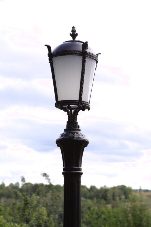 """Lantaarnpaal, straatlantaarn """"Tulip""""; 1 lantaarn H304 detail top"""