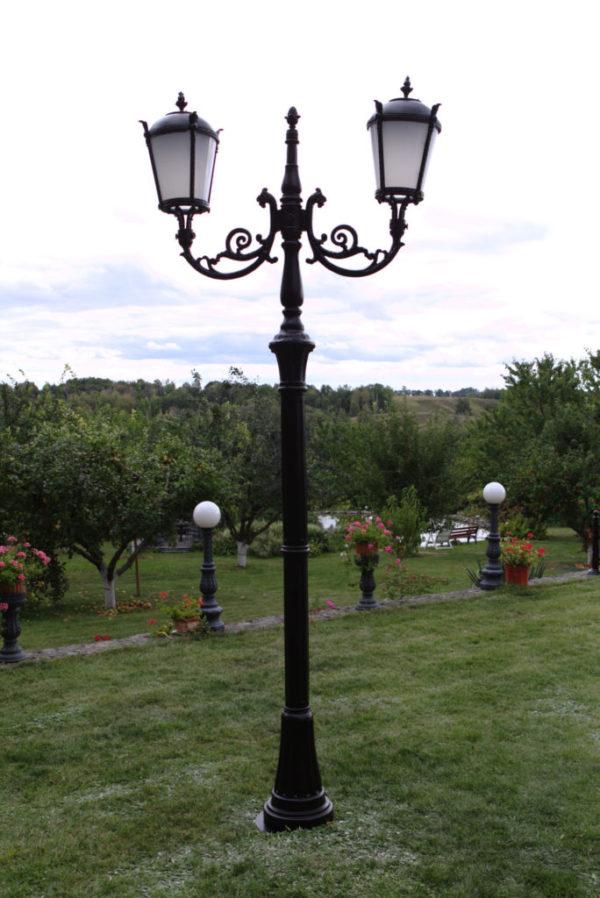 """Lamppost, street lamp """"Tulip""""; 2 lanterns H342"""