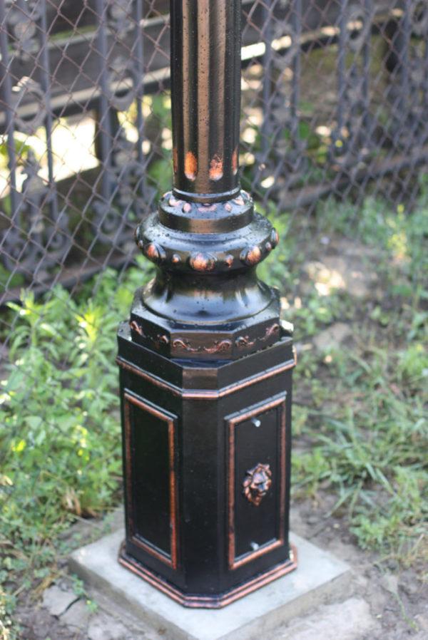 """Lamppost, street lamp """"Tulip""""; 2 lanterns H390 detail foot"""