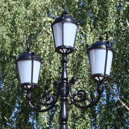 """Lamppost, street lamp """"Tulip""""; 3 lanterns H410"""