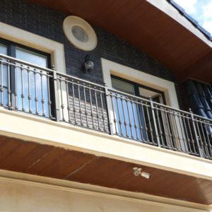 Wrought iron balcony railing (BR-0020180016)