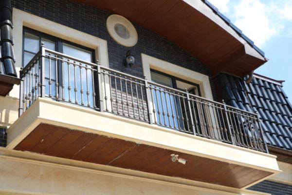 Smeedijzeren balkonhek (BR-0020180016)