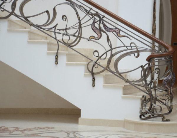"""Smeedijzeren balustrade met houten leuning en decoratief glas """"Murano"""""""