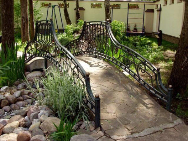 "Wrought iron bridge railing ""Accolade"""