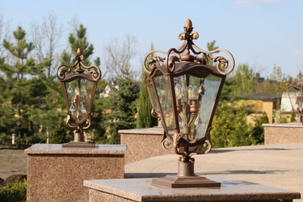 Wrought iron gate lamp Pine cone atmosphere