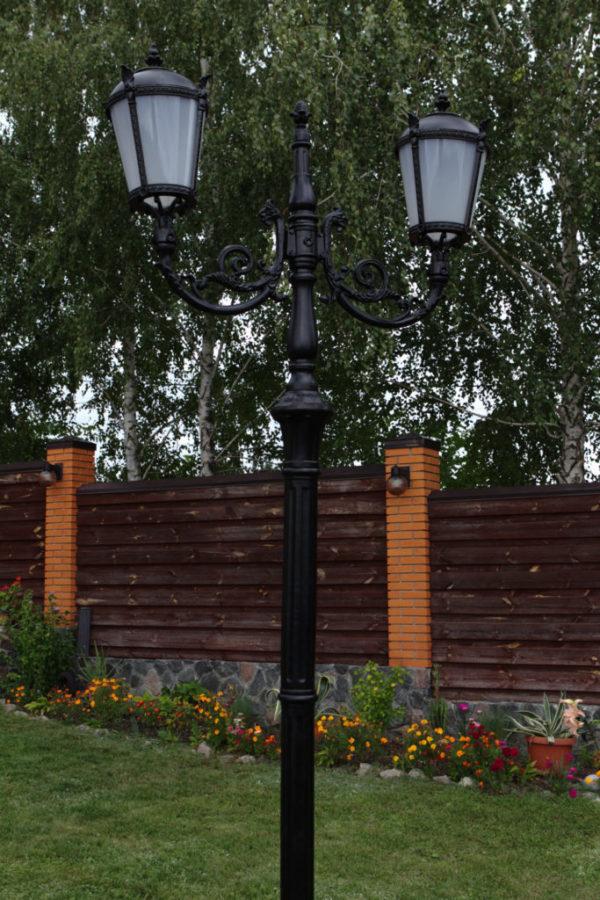 """Lantaarnpaal, straatlantaarn """"Tulip""""; 2 lantaarns H342 sfeer"""