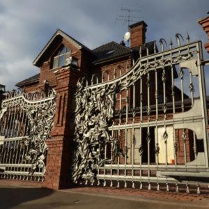 Wrought iron entrance gate 'Modern'