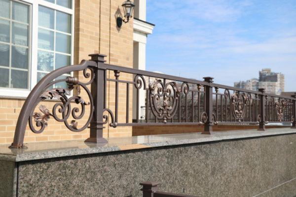 Wrought iron gate 'Cloverleaf'