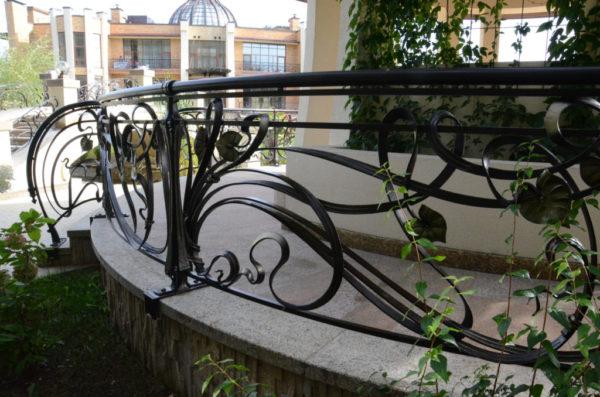 smeedijzeren terrashek art Nouveau sfeer